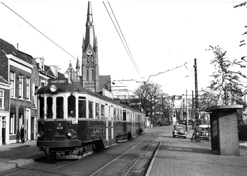 Op 27 oktober 1956 legde L. Albers dit Boedapester tramstel van de NZH-smalspoorlijn Amsterdam - Haarlem - Zandvoort vast op de Kampervest in Haarlem.