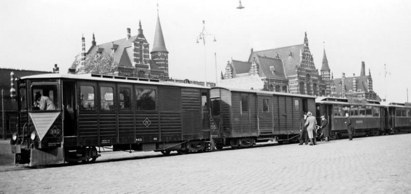 02 NVBS-excursie met DIV (EL103), post-/bagagewagen (EL101), en de rijtuigen AB2 en AB6. Nijmegen, 24 oktober 1937. (verz. NVBS)