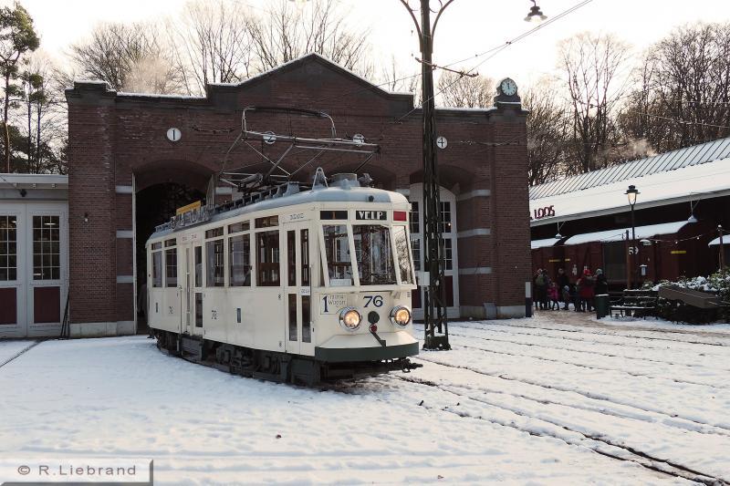 GETA 76, 29 december 2014Motorwagen 76 is zojuist de remise uitgereden. Sporen zijn door de sneeuw bijna onzichtbaar geworden.