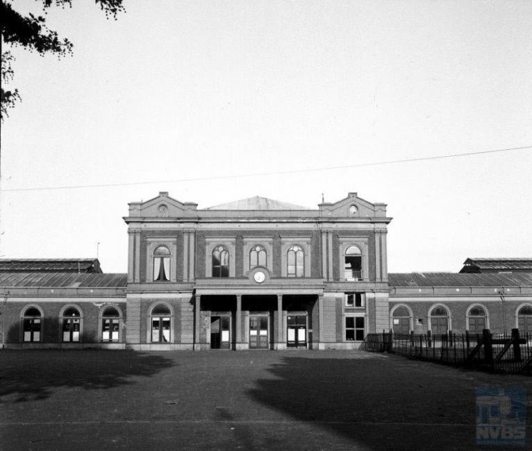het Maliebaanstation te Utrecht. Sinds 1954 is hier het Nederlands Spoorwegmuseum gevestigd.