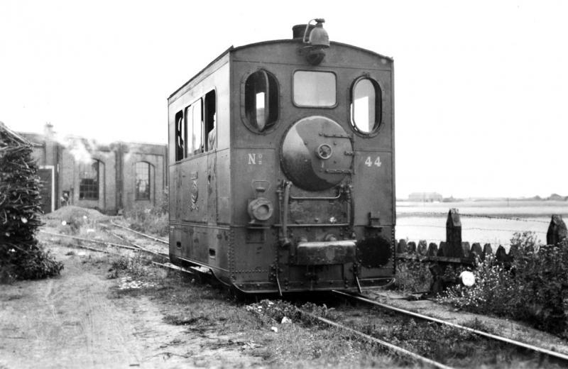 09 MBS 44 voor de ronde loods te Gennep, 11 juli 1940. (verz. NVBS)