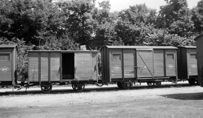 13 Enkele goederenwagens (203, 602,206) op het remiseterrein in Venlo, 2 augustus 1940. (verz. MBS)