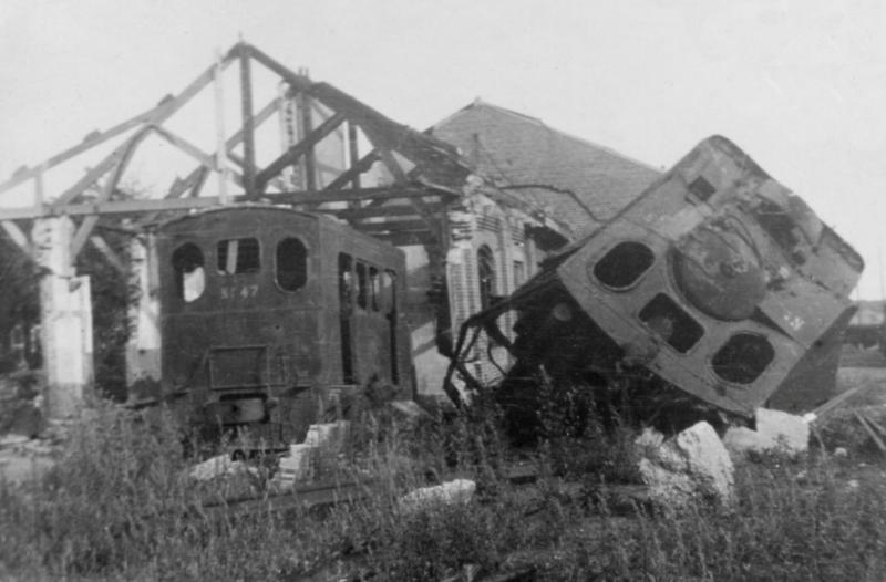 14 Restanten van MBS 45 en 47 na de oorlog op het remiseterrein te Venlo, 19 juli 1946. (verz. NVBS)