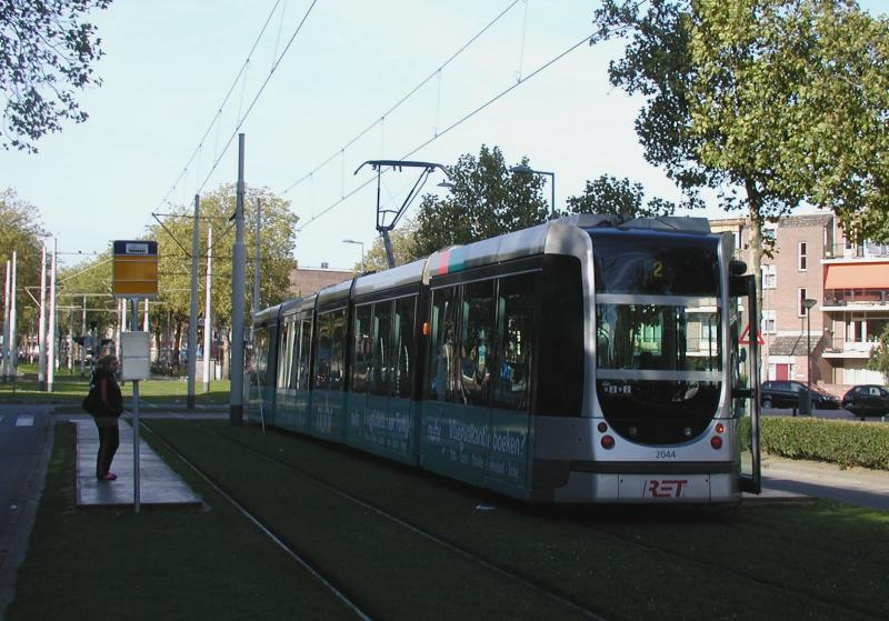 Bij het Afrikaanderplein is een tijdelijke halte voor lijn 2 ingericht. Hier kan worden overgestapt op de pendelbus.