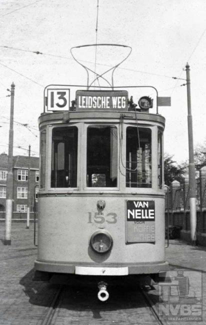 Er is waarschijnlijk geen nummer bij de HTM in de loop der jaren zo veel gebruikt voor verschillende lijnen als de 13. De 153 op deze lijn is in ieder geval gefotografeerd aan de Frans Halsstraat.