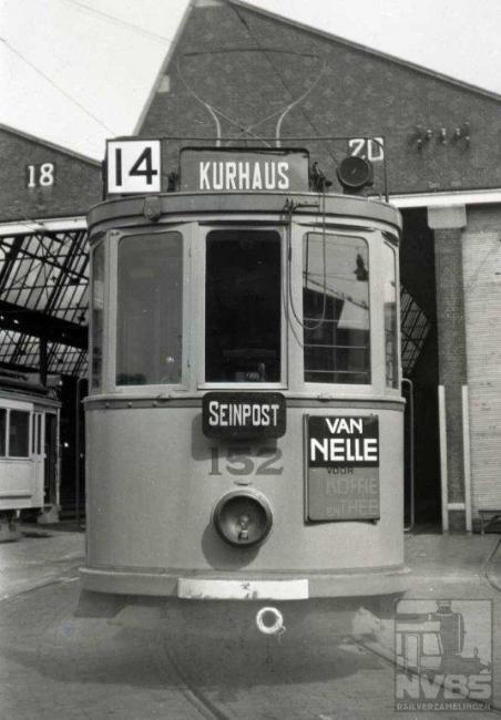 De enige lijn die niet in de buurt van het Haagse centrum kwam, en daardoor minder publiek te verwerken kreeg. Eind 1965 was het dan ook over en uit voor de 14, die toen van het De Savornin Lohmanplein naar het Gevers Deijnootplein (Kurhaus) reed. Foto gemaakt te Scheveningen.