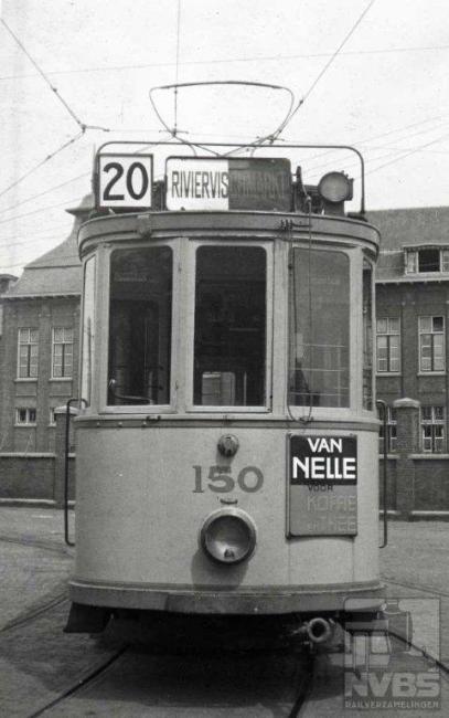 Remise Lijsterbesstraat. In 1948 verviel dit hoge nummer doordat de nul eraf ging en het lijn 2 werd.