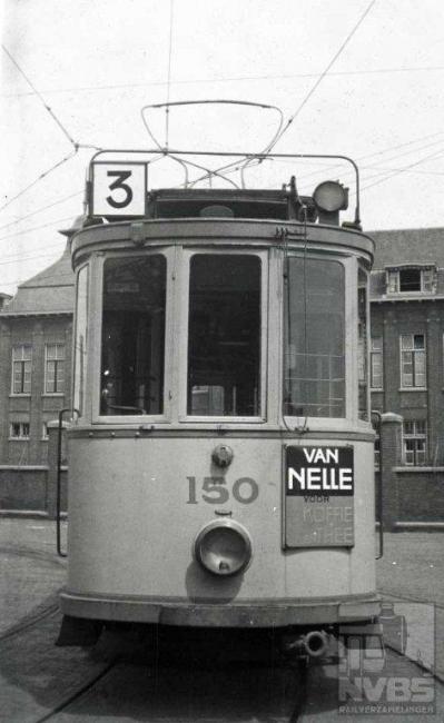 Motorwagen 150 werd gefotografeerd op het terrein van de remise Lijsterbesstraat. Voor de oorlog heeft er ook een lijn 3A bestaan, die voornamelijk in de wintermaanden reed en een ander noordelijk eindpunt had.