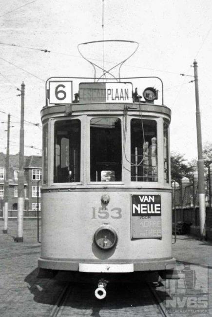 Remise Frans Halsstraat. Deze remise herbergt nu het HOVM (Haags Openbaar Vervoer Museum). De bufferbalk was in de oorlogsjaren wit geschilderd om beter op te vallen in de verduisterde stad.