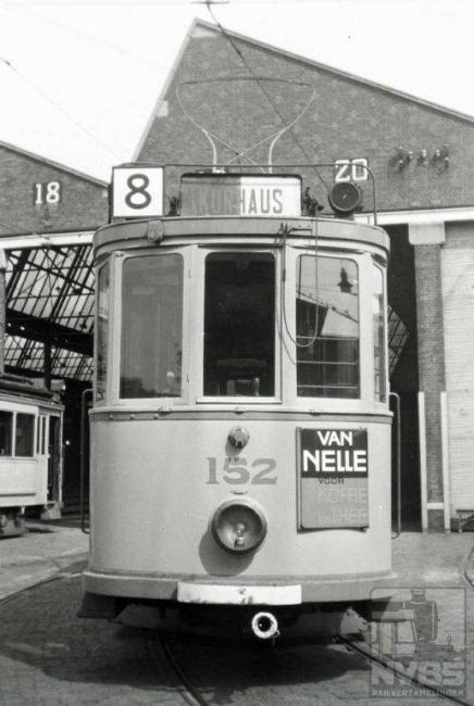 Deze Scheveningse lijn werd uiteraard uit de remise Scheveningen geëxploiteerd. Deze remise uit het begin van de 20e eeuw staat op de plek waar voorheen het machinegebouw annex remise van de accutrams zich bevond. Deze remise is nog steeds in gebruik.