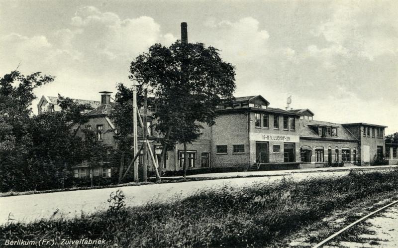 In Berlikum bezat de Leeuwarder IJs- en Melk-Producten-Fabriek (LIJEMPF) een eigen spooraansluiting. Het spoor liep tot in de fabriek en was berucht vanwege het doorschieten van de trams dwars door de toegangsdeur of zelfs één keer dwars door een binnenmuur.