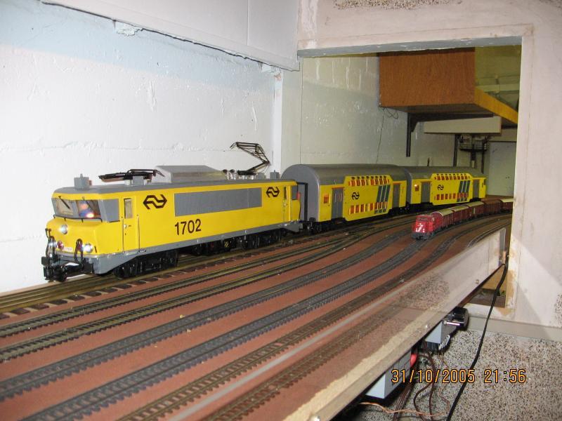 NS 1702 + twee dubbeldekkers / 6400 + goederentrein
