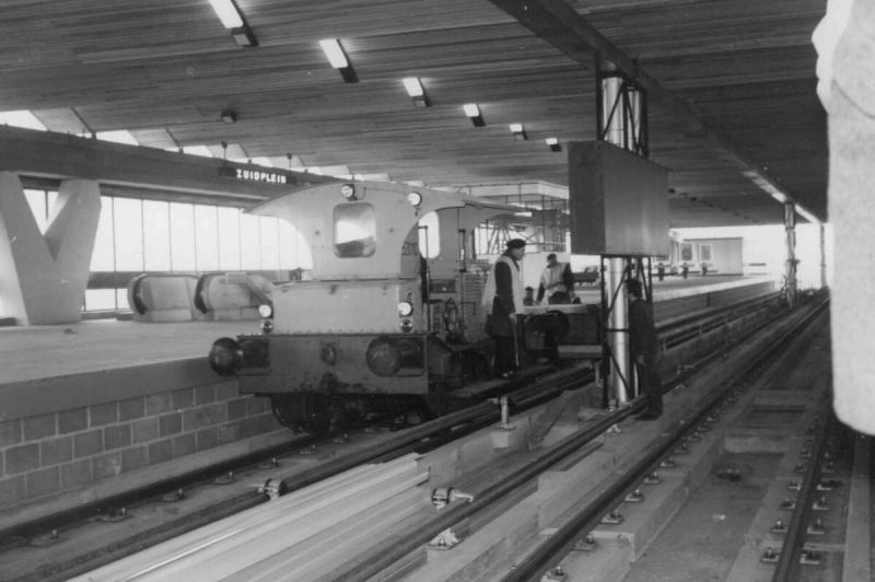 Station Zuidplein in aanbouw met dieselloc Klaartje.Foto Wout Jansen,