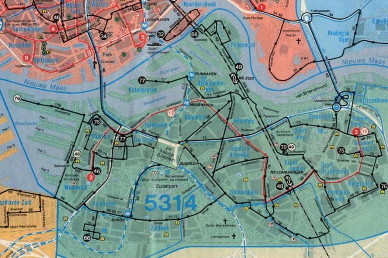 Lijnennet van de RET in 1979. Het Zuidplein was en is het centrale punt van de buslijnen van Zuid. Er was tot de bouw van de Erasmusbrug maar 1 tramlijn op Zuid, lijn 2 van Charlois tot IJsselmonde. Bij het metro-station Maashaven kan men overstappen van de metro op lijn 2.Ook is te zien dat de metrolijn in 1979 al was doorgetrokken naar Hoogvliet.