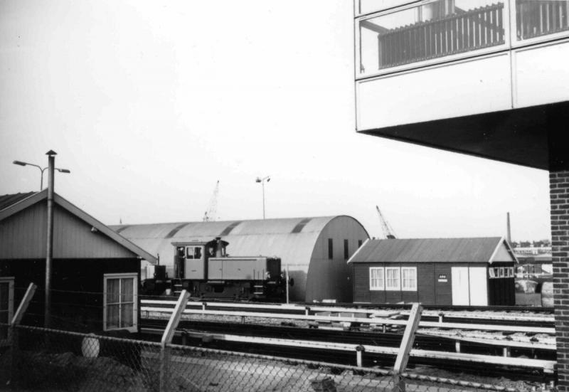 Metro-emplacement Hilledijk in aanbouw met RET-locFoto Wout Jansen, 24 februari 1967