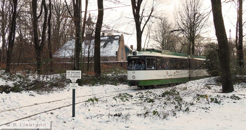 RET 631, 29 december 2014Bij het kerkje uit 's-Heerenhoek