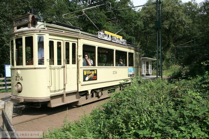 HTM 274, 30 augustus 2008.Motorrijtuig 274 is de oudste tram in Arnhem. Het is een twee-asser uit 1921. De Haagsche Tramweg-Maatschappij (HTM) stelde tussen 1919 en 1926 de serie 250-299 in dienst. De 250-279 werden in 1919 en 1921 gebouwd door HAWA in Hannover, de 280-289 in 1923 door HAWA en de 290-299 in 1926 door Werkspoor in Utrecht. Ze bleven in Den Haag tot 1963 in dienst. De 274 werd in 1974 overgebracht naar de Elektrische Museumtramlijn in Amsterdam en in 1996 naar Arnhem . De tram is tussen 1996 en 2001 gereviseerd en ingericht als tram uit de jaren twintig. In 2011/12 is de tram opnieuw gereviseerd en in 2014 is de buitenkant aangepakt. De 274 is eigendom van het Openluchtmuseum.
