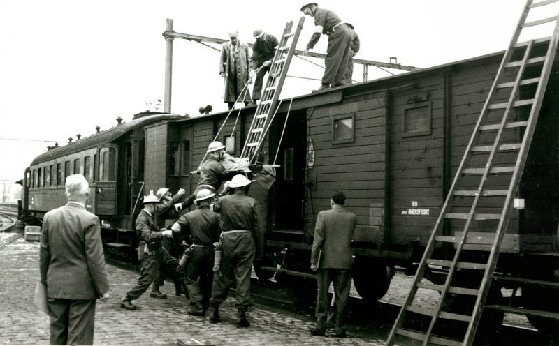 In de werkplaats bevond zich ook een van de drie reddingsdiensten van NS. Deze kwamen in actie bij calamiteiten.Deze ploegen moesten geregeld oefenen, waarvan hier een beeld te zien is.