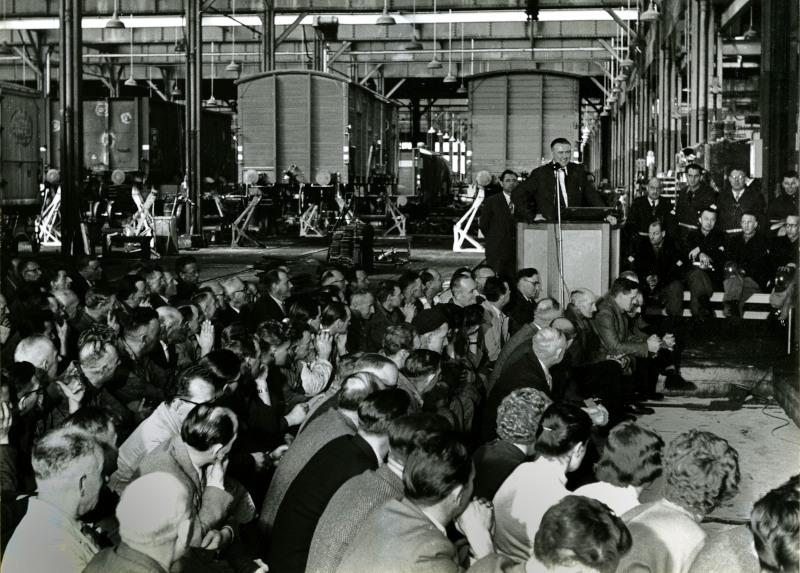 Afscheidsbijeenkomst op 31 maart 1959 in de rijtuigenloods.