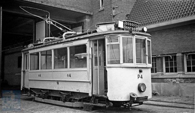 Wederom de remise Havenstraat van het Gemeentevervoerbedrijf. Ook van een latere serie zijn enige exemplaren pekeltram geworden, hier de P4. Eveneens van de hand van Van Haare Heijmeijer en eveneens op 13 april 1950 geschoten (132.352).
