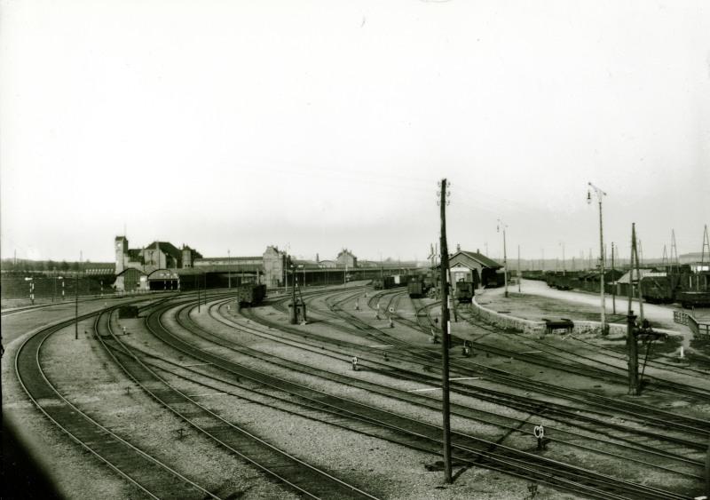 Blik op het station van Amersfoort uit oostelijke richting gezien.De foto is genomen in 1910.