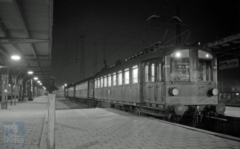 In de jaren 1920-1930 begon NS met een veel uitgebreider elektrificatie-programma. Voor deze elektrificatie werd het z.g. blokkendoos-materieel aangeschaft