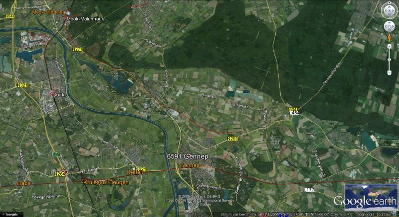 Op deze plaat uit Hiddenplaces.nl loopt van west naar oost de voormalige NBDS-lijn Boxtel — Wesel over Gennep. De rode lijn tussen Mook en Gennep is de in februari 1945 door het Engelse leger aangelegde Hawkins Link. Omdat verschillende bruggen onbruikbaar waren en omdat Nijmegen nog regelmatig beschoten werd, zocht het Engelse leger een mogelijkheid om toch het oostelijke front te bereiken. Hiervoor werd er vanaf het Maas-Waal Kanaal (spoorlijn Den Bosch — Nijmegen) langs de zuidrand van Nijmegen een nieuwe verbinding gemaakt naar Heilige Land Stichting (spoorlijn Venlo — Nijmegen). Dit was de Avoiding Link. Vanaf station Mook kwam de Hawkins Link: een nieuwe lijn via Plasmolen en Ottersum (brug over de Niers) naar Goch. Deze sloot bij Gennep aan op de lijn Boxtel — Wesel.