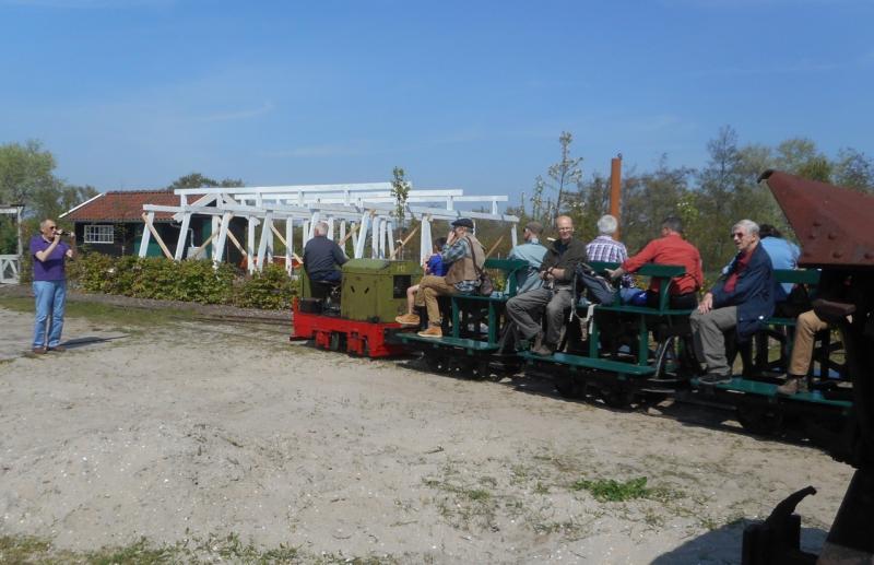 Ook kan men met weer een ander treintje mee naar de remise. Het locomotiefje is een representant van de trekkrachten die in allerlei bedrijven werden gebruikt. Het museum bezit een grote verscheidenheid aan dit soort kleine industrie-locjes.