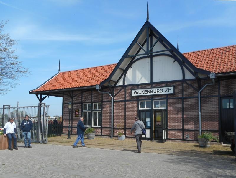 De toegang is bij het station ′Valkenburg′; dit is een kopie van het tramstation in Gorssel aan de tramlijn van Zutphen naar Deventer. Hier werden de deelnemers welkom geheten en kregen ze een kopje koffie.