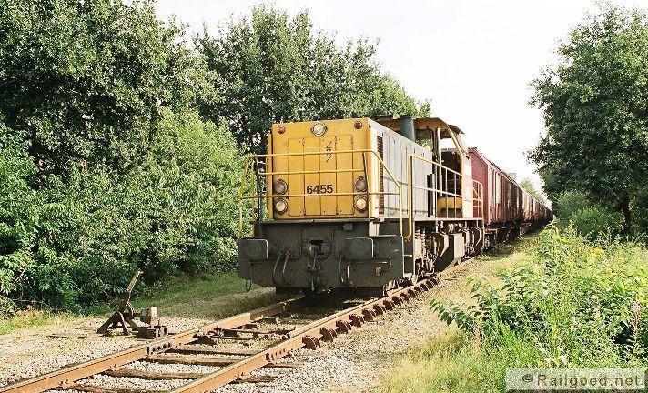 Tot augustus 2008 haalde NS/Railion de wagens zelf nog op bij de aansluiting, die bekend staat als ApdVam. Railion 6455. 4 augustus 2007