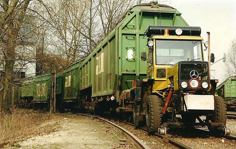 Het VAM raccordement (3 maart 1992) met de trekker om de wagons op het emplacement te kunnen rangeren. (foto Arno Dijkhof)