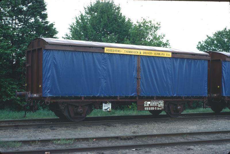 De wagon (er waren er 13) die speciaal voor het vervoer van blikrollen was ontworpen voor het bliktransport van de Hoogovens in Beverwijk naar blikfabriek Thomassen & Drijver. Deventer Goederen, 15 mei 1980. (foto Roef Ankersmit)