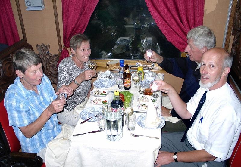 In 2002 zijn we met deze trein in de Russische exclave Kaliningrad gestart om vervolgens Litouwen, Letland en Estland aan te doen. In de trein werd gegeten en geslapen.