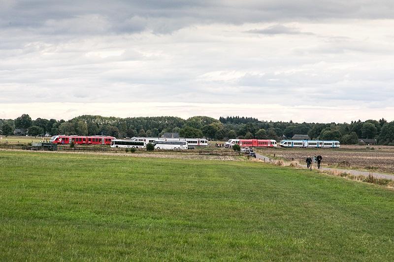 Op 8 oktober 2016 kwamen Veolia, Breng en Arriva elk met een GTW naar het VSM-traject Apeldoorn — Dieren, terwijl Syntus een LINT ter beschikking stelde. De foto is gemaakt bij het buurtschap Oosterhuizen waar alle railvoertuigen en de twee volgbussen te zien zijn.