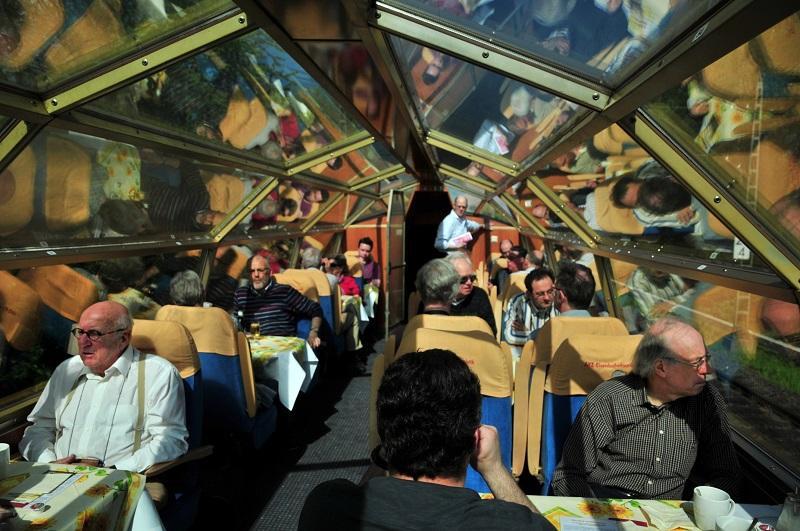 In 2012 werd op 30 april het 15-jarige bestaan van de SNE gevierd met een rondrit per Rheingold langs de Rijn. Een hapje en een drankje in de uitzichtwagen vormden toen natuurlijk het summum van reisgenot.