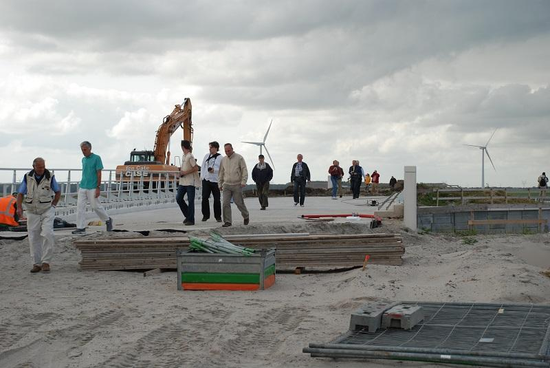 Een bezoek aan de bouwplaats van de Hanzelijn, waar op 11 september 2009 bijgaande foto is genomen.