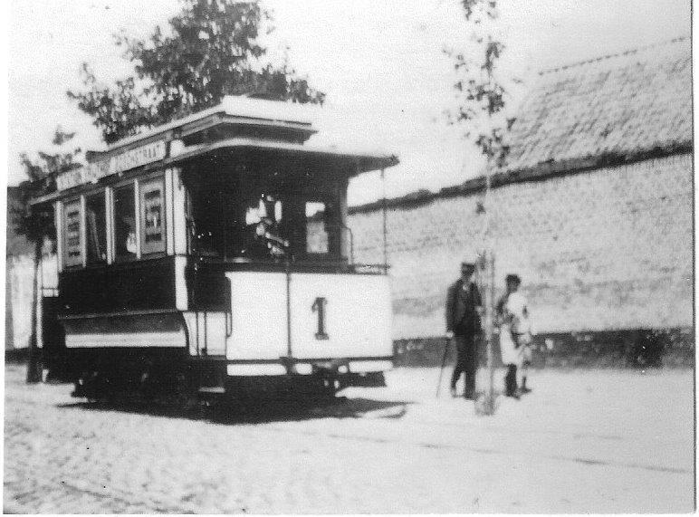Maastricht introduceerde reeds in 1896 een zogeheten gastram op normaalspoor. Reproductie: J. Voerman naar een origineel uit 1899.