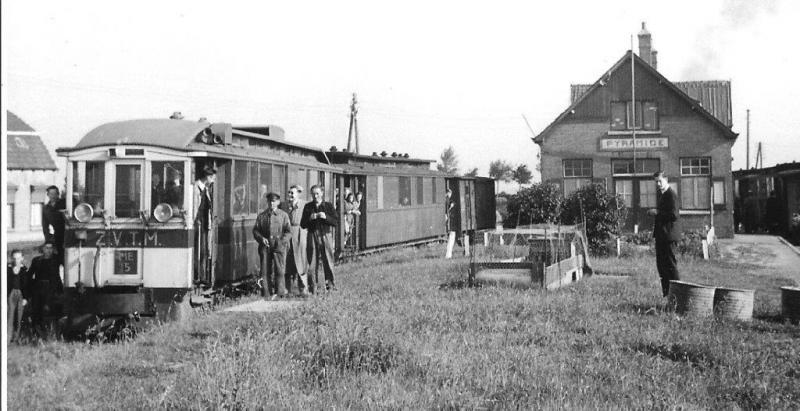 ZVTM staat er te lezen voorop deze tram. Dat staat voor Zeeuwsch-Vlaamsche Tramweg Maatschappij. Zo te zien is de foto gemaakt tijdens een (NVBS-)excursie. Motorwagen 15 staat voorop. Foto: O.K. Brahn, juni 1946.