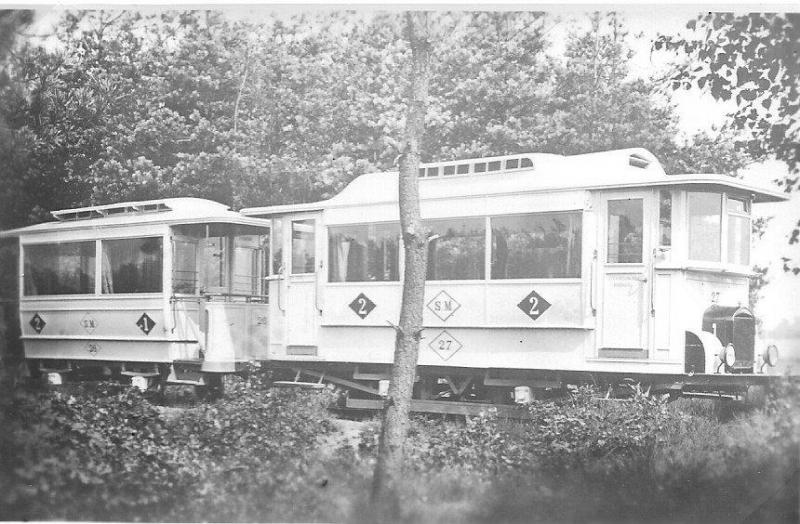 Deze motortram-combinatie 26-27 behoort toe aan de Tramweg Maatschappij 'De Meijerij' (TM) gevestigd te Eindhoven en aldaar in 1923 in dienst gesteld. Foto: J.J.H. Meulman, 1923.