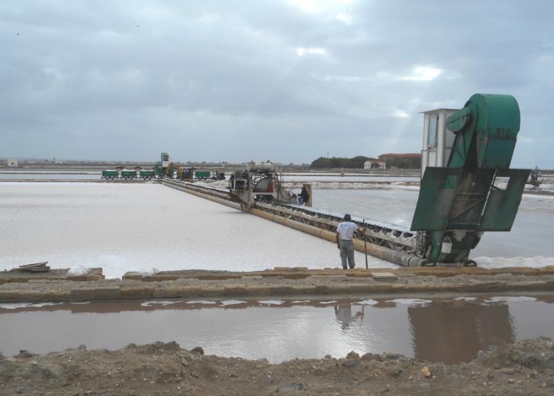de machine waarmee het zout wordt geoogst
