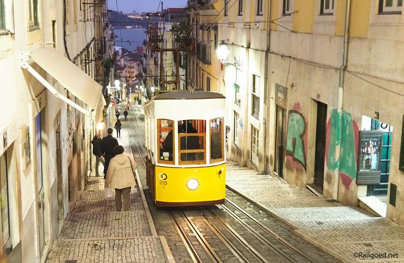 Een wel zeer bijzonder trammetje is de Ascensor da Bica, een kabeltram, tussen halte Calhariz (lijn 28) en R.S. Paulo (lijn 25).