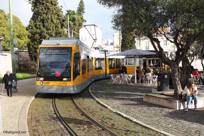 Tramstel 505 rondt de keerlus bij de halte Belem op weg naar Figuera.