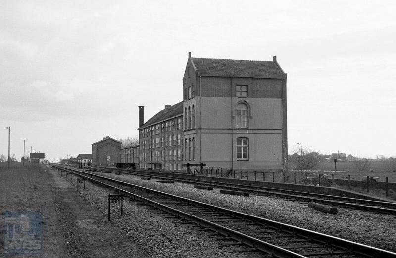 Oosthuizen ligt ook in de provincie Noord-Holland, ten zuiden van Hoorn en niet zo ver van Avenhorn.