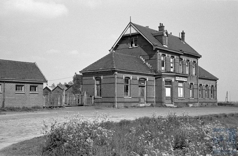 Station Hoofddorp, gelegen aan de Haarlemmermeerspoorlijn van Aalsmeer naar Haarlem.