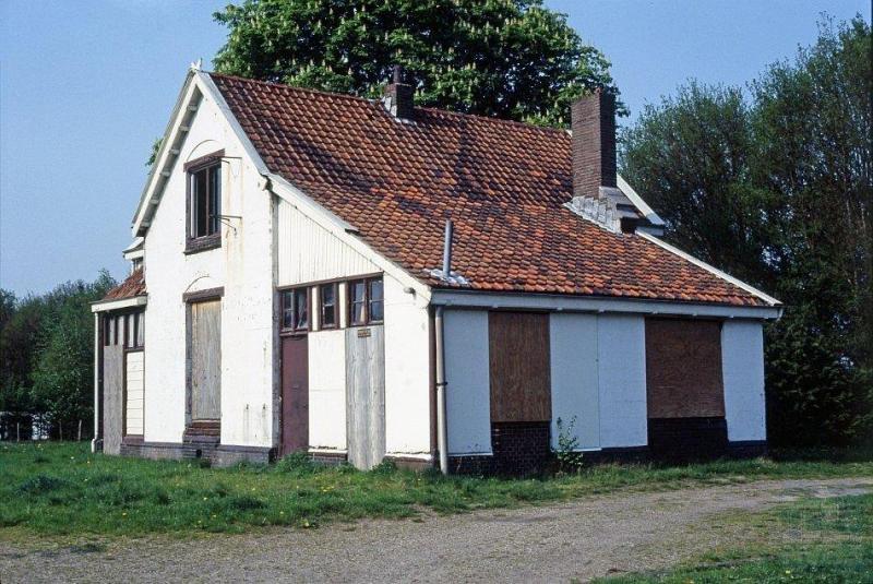 Exloo, waar dit station heeft gestaan, ligt aan een spoorlijn tussen Gasselternijveen en Emmen.