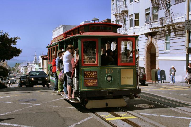 De derde lijn, Powell & Hyde Line,  is de langste. Vanaf Market Street naar het noorden via Powell Street (medegebruik door de vorige lijn), dan westwaarts Jackson Street en tenslotte weer naar het noorden door Hyde Street tot aan de baai van San Francisco.