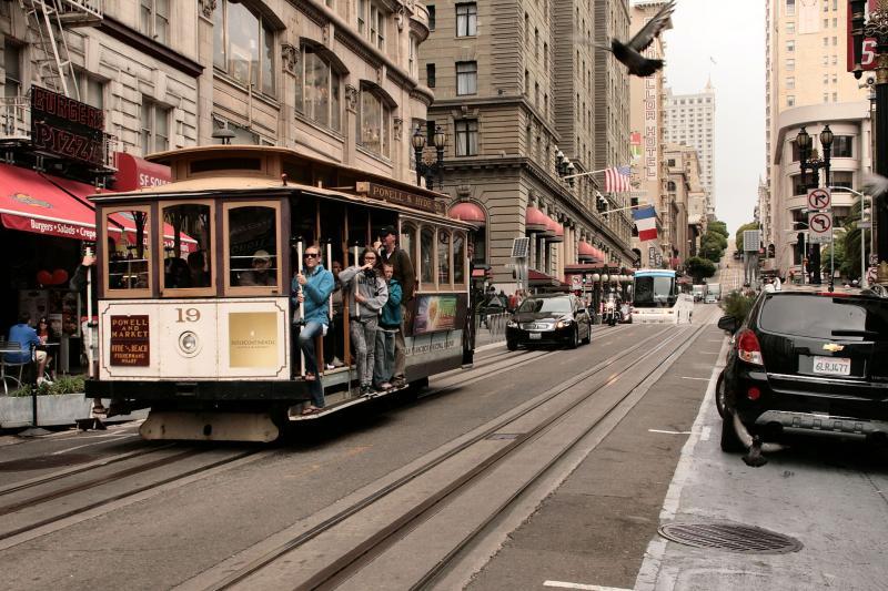 Ongevaarlijk is het niet, vooral wanneer twee trams elkaar passeren.
