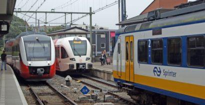 De regionalisering van het spoorvervoer is in Zutphen te zien met van links naar rechts een LINT-trein van Syntus, een SPURT van Arriva en een Sprinter van NS op 15 juli 2014.
