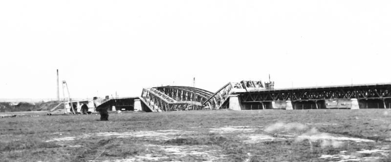 Helaas was de bruggen geen lang leven beschoren. Onder dreiging van de Duitse invasie werden ze op 10 mei 1940 door de Genietroepen van het Nederlandse leger opgeblazen.