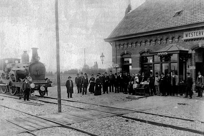 Een nieuw station op de spoordijk werd in 1901 geopend.
